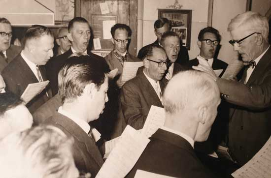 Jos Overtoom als dirigent rond 1960.
