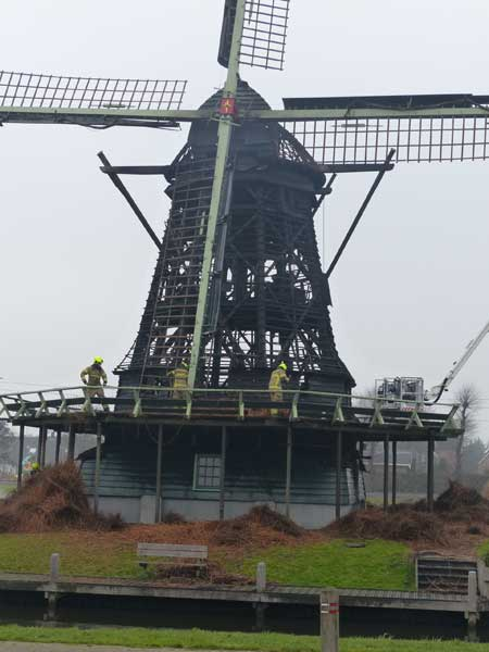 Brand korenmolen Ceres in Bovenkarspel.